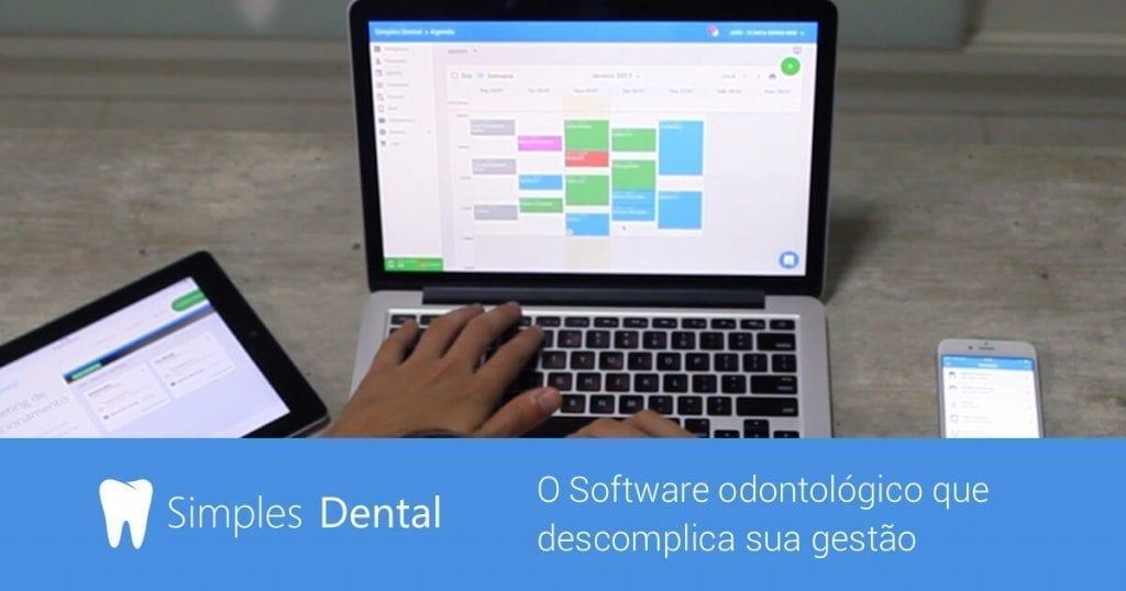 Nootebook aberto na página do Simples Dental.